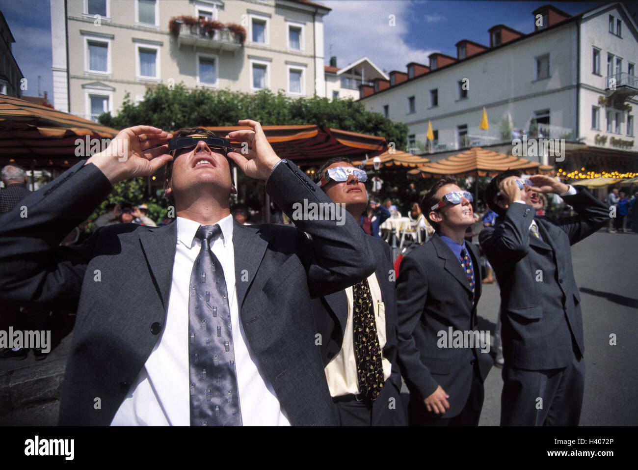 Solar darkness (11th August, 1999), men with solar darkness glasses - Stock Image