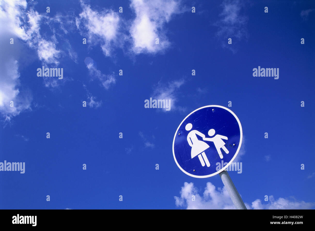 Road sign, walkway, sign, sign, Commandment child, traffic sign, special way, footpath, pedestrian, cloudy sky - Stock Image