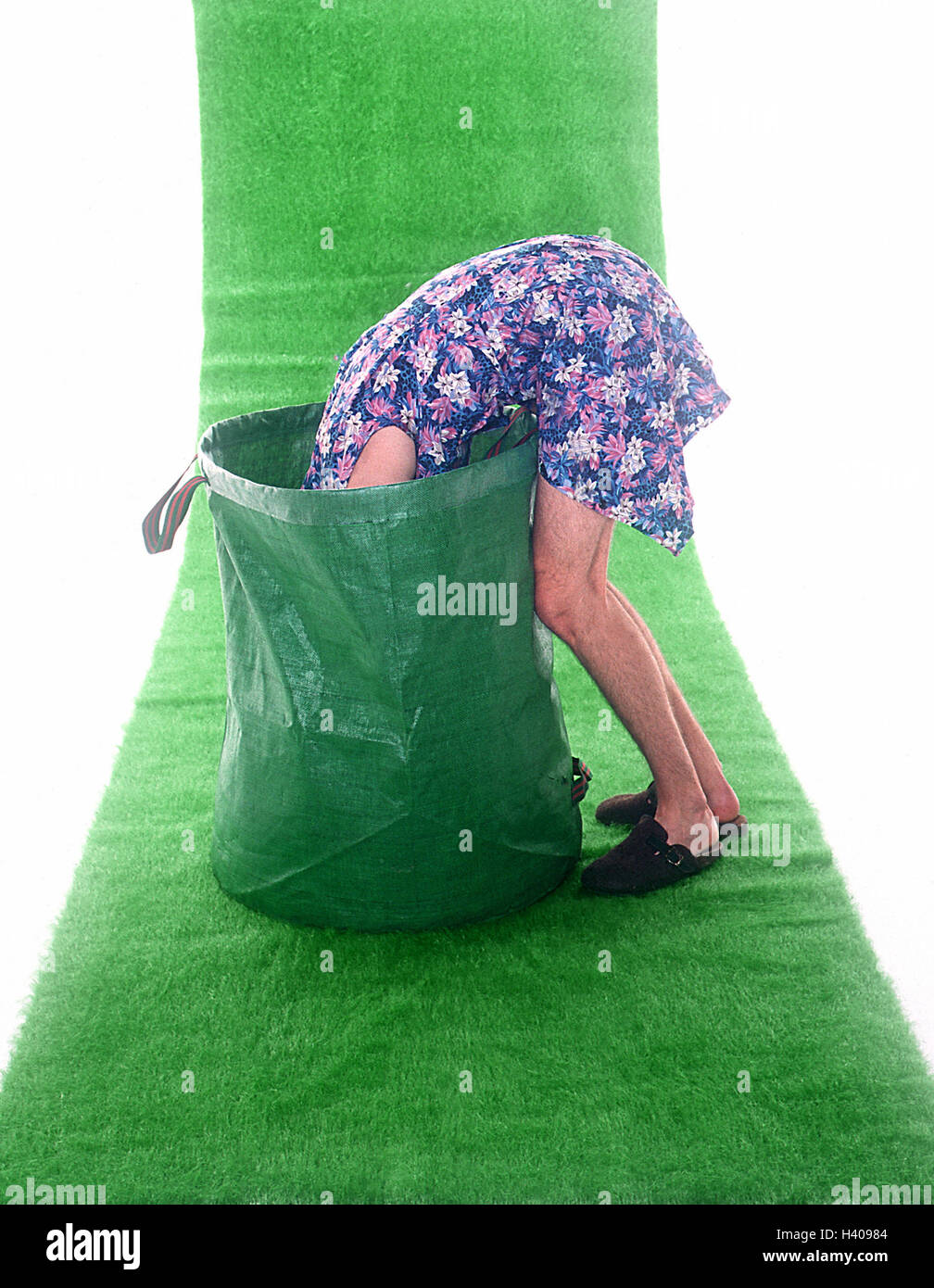 Art turfs, man, household dress, foliage pouch, hineinbeugen, side view, turfs, artificially, plastic turfs, icon, - Stock Image