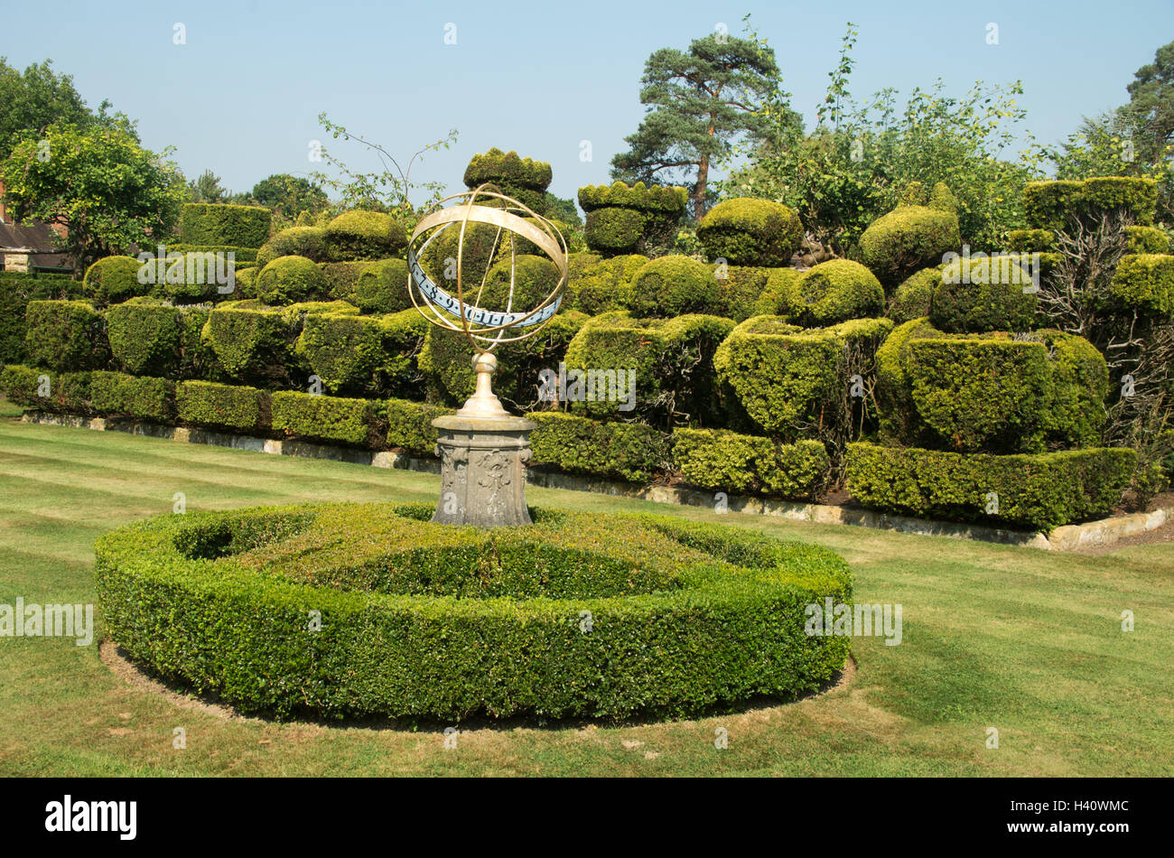 Ordinaire Heaver Castle, Chess Garden, Kent, Topiary Chess Set With Armillary Sphere  Sundial