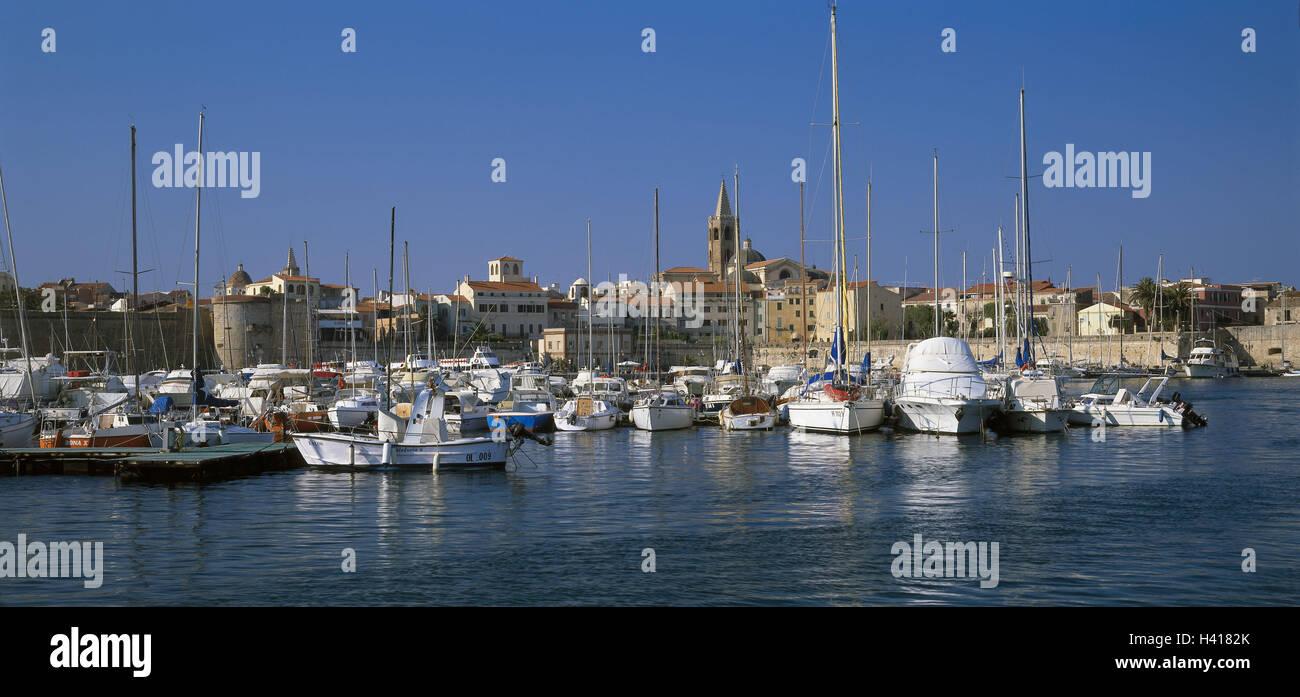 Italy, island Sardinia, province Sassari, Alghero, town view, Old Town, harbour, boots, Europe, Sardegna, the Mediterranean - Stock Image