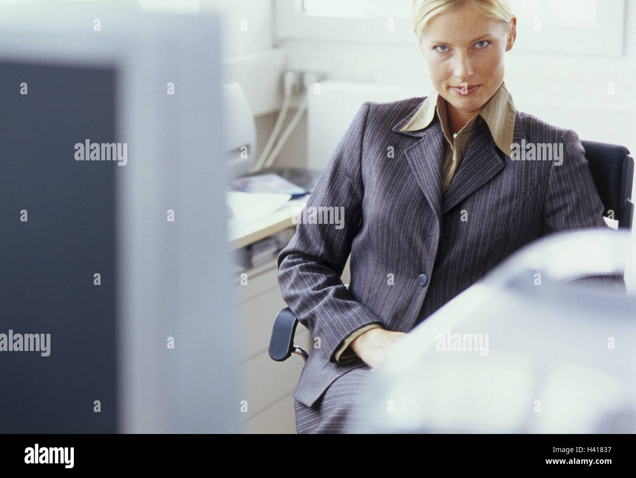 Office, chair, manager, erwatungsvoll, portrait, blur women's portrait, woman, businesswoman, office workers, - Stock Image