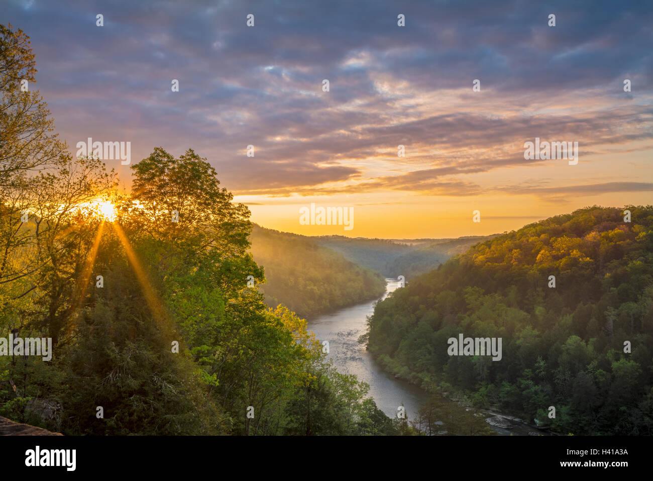 Cumberland Falls State Park, Kentucky: Sunrise over Cumberland river winding through Appalachian hills - Stock Image