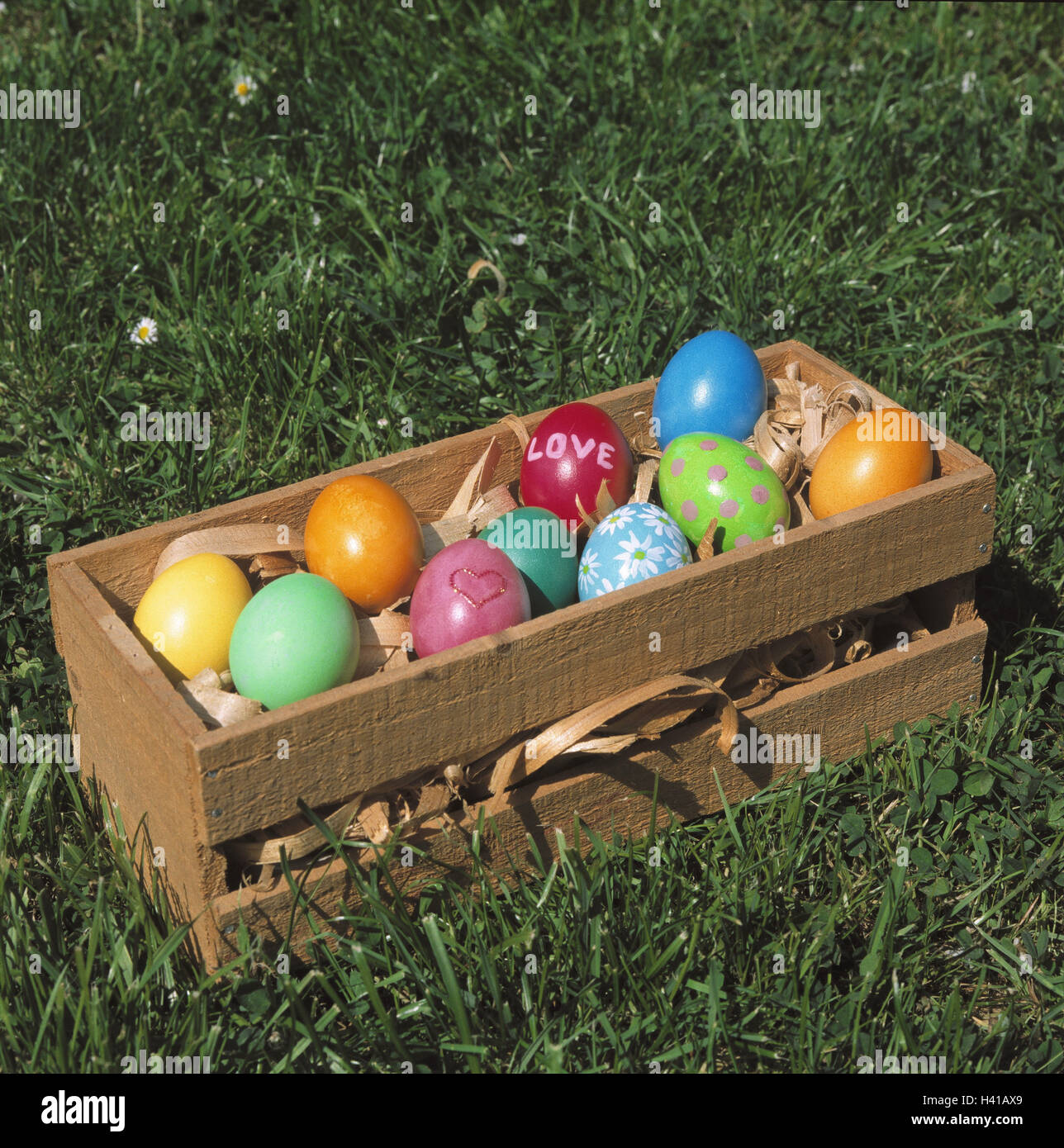 Meadow, wooden box, Easter eggs, Easter, Easter feast, season, spring, spring, traditions, Easter custom, tradition, Stock Photo