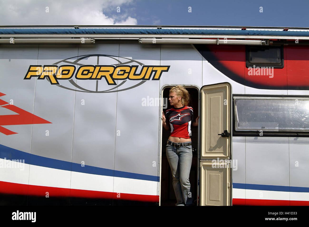 Garage Voor Camper : Moto cross garage camper door woman view page motorcycle sport