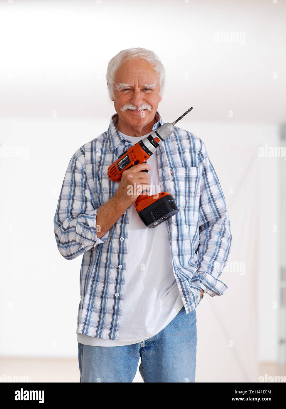 Senior drill flat renovation works do it yourself smile stock senior drill flat renovation works do it yourself smile renovate 60 70 years man pensioner do it yourselfer actively fit agile old person solutioingenieria Gallery