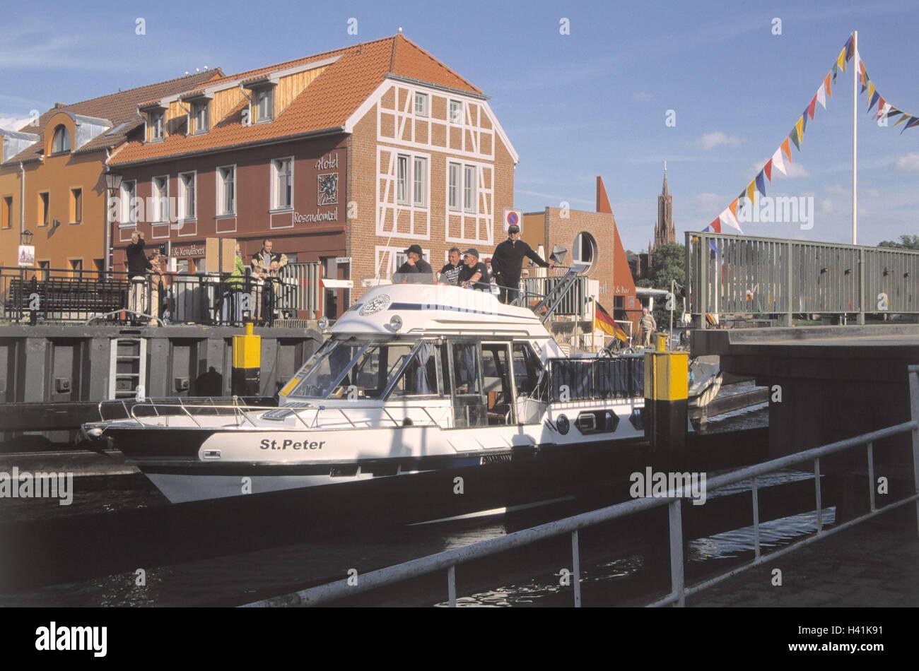 Germany, Mecklenburg-West Pomerania, Malchow, swing bridge, boat, spectator, Europe, North Germany, Mecklenburg - Stock Image