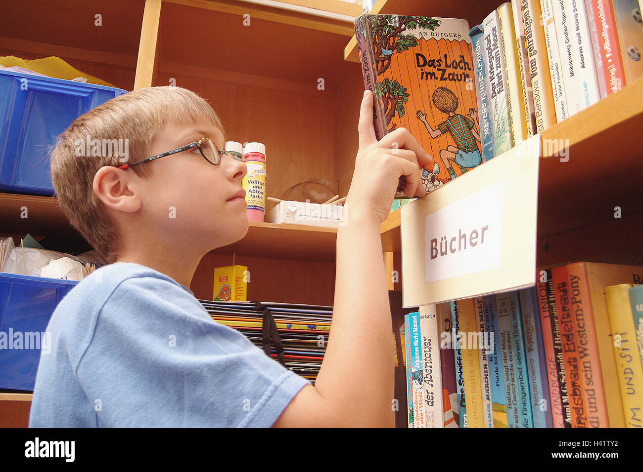Bookshelf Boy Glasses Interests Abdomen Pull Out Tread Child School Elementary Lessons Library