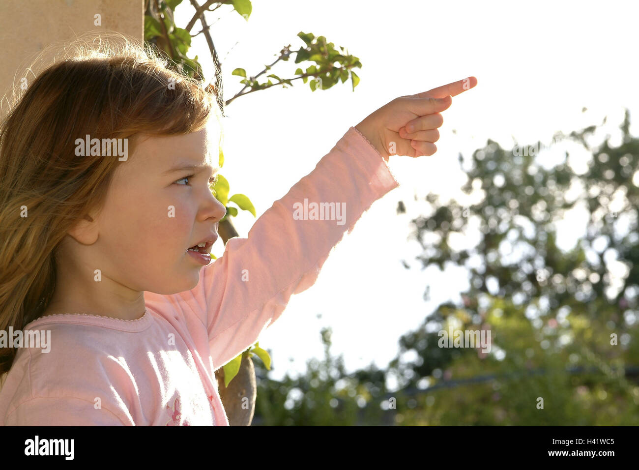 Girls, seriously, gesture, pointing, tread, child, infant, childhood, curiosity, thirst for knowledge, interest, - Stock Image