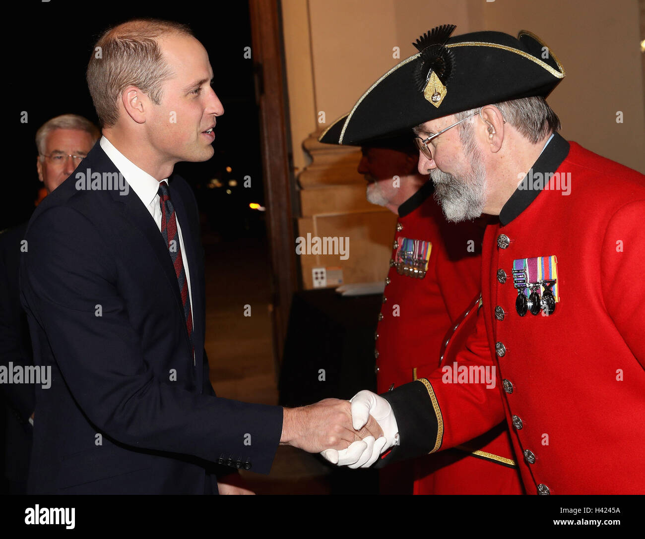 The Duke of Cambridge speaks to Chelsea Pensioner Mike Hall whilst attending the MOD Employer Recognition Scheme - Stock Image