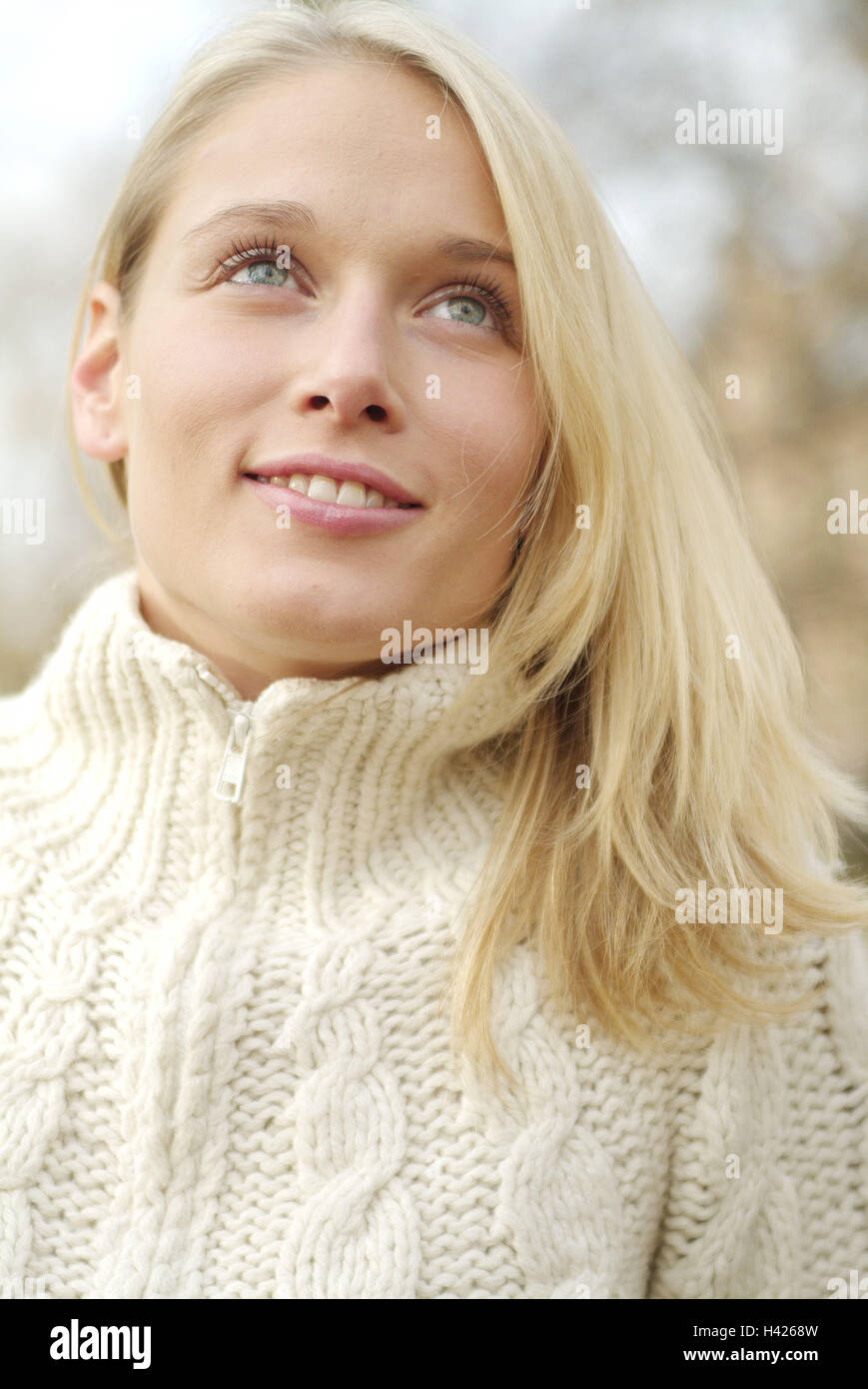 Woman, smile young, blond, portrait, leisure time, 23 years, blue eyes, long-haired, knitted pullover, pullover, - Stock Image