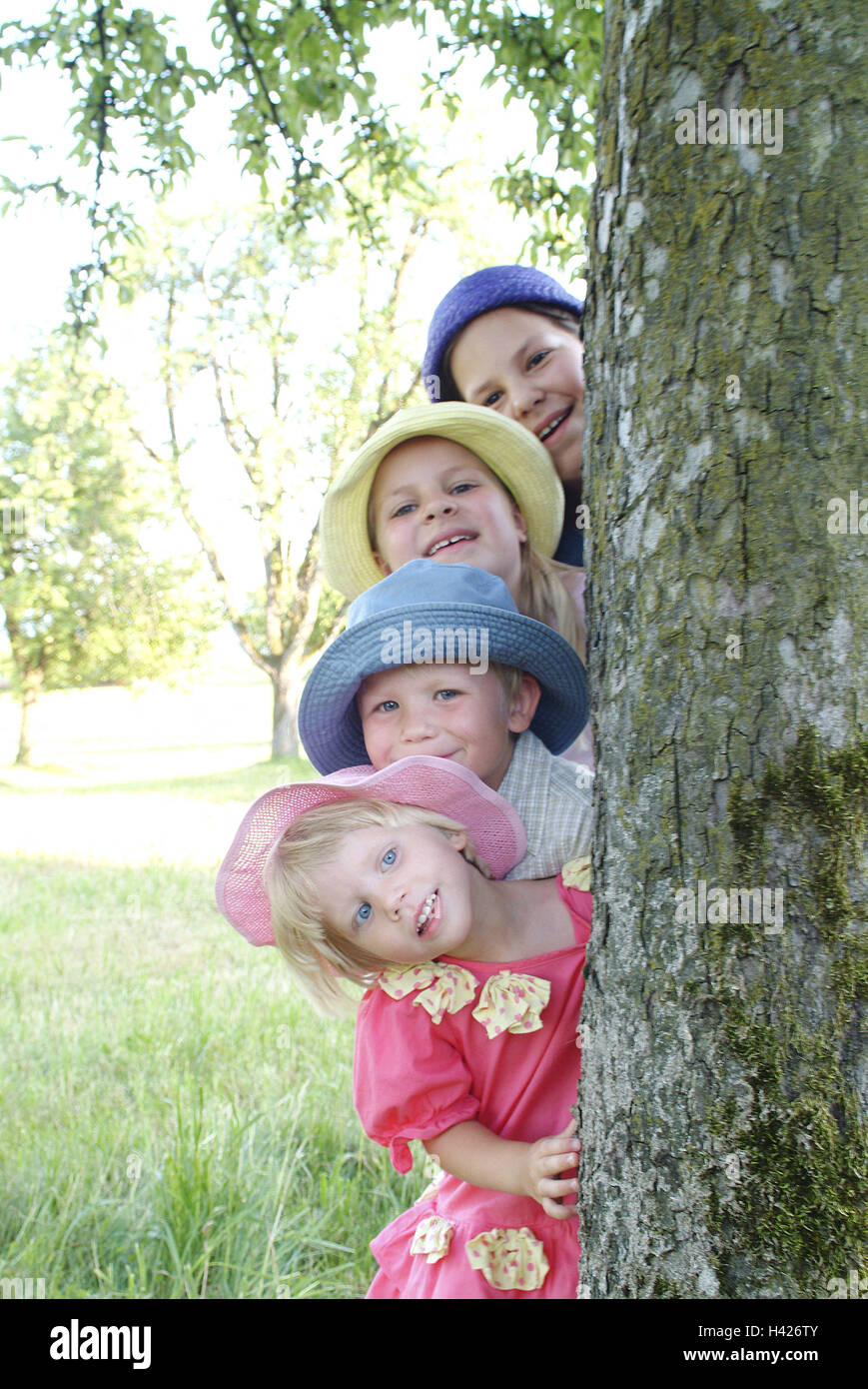 Log, girls, boy, smiles,  forth-sees, portrait,   Child portrait, children, siblings, friends, four, 4-12 years, - Stock Image