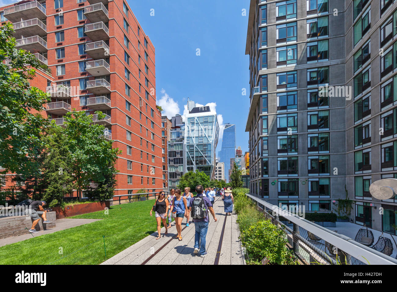 People walking and enjoying The New York City High Line Park. - Stock Image