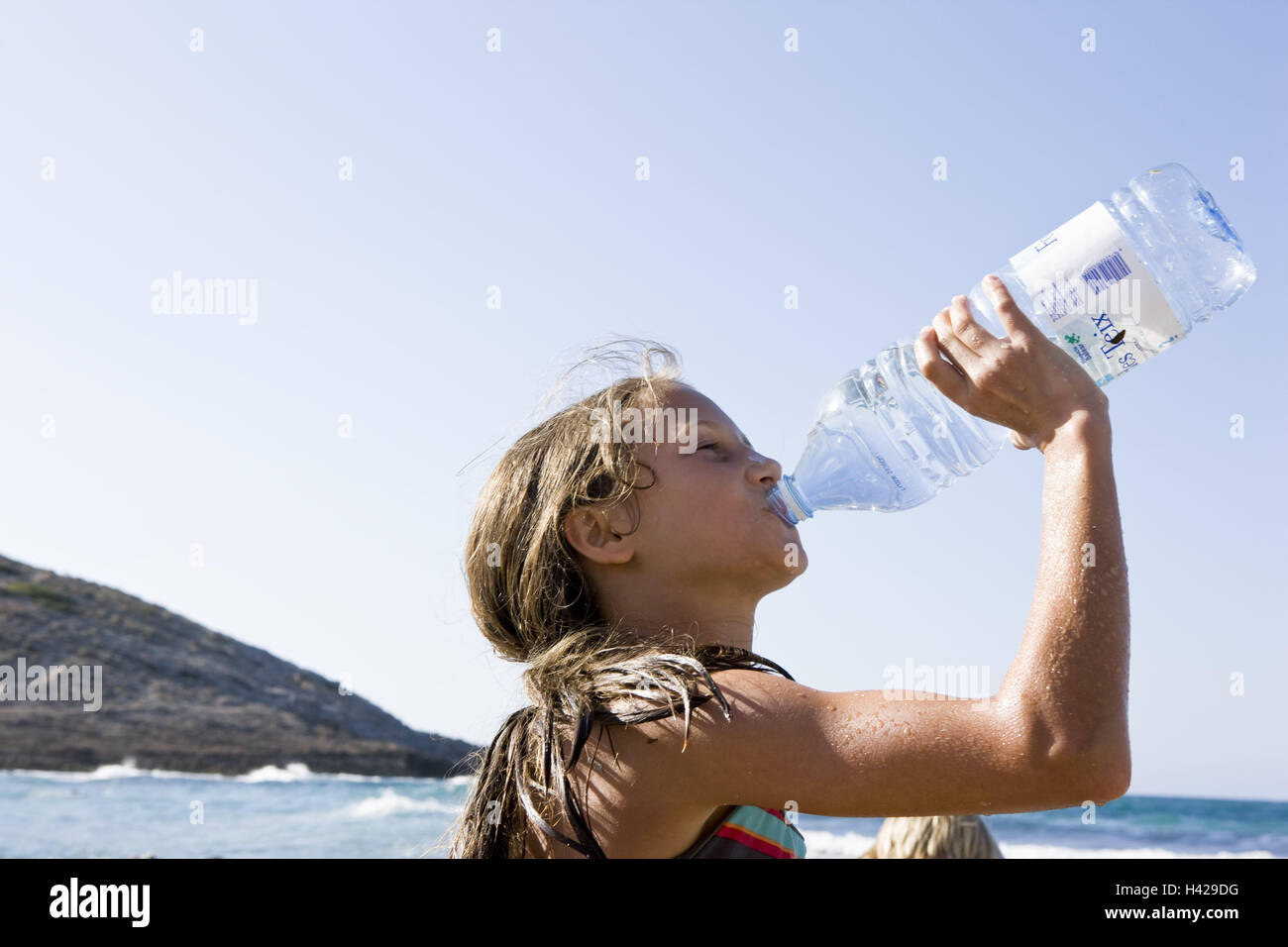 Beach, girl, thirsty, water Bottle, drink, tread, side view, people, children, long-haired, summer holidays, holidays, - Stock Image