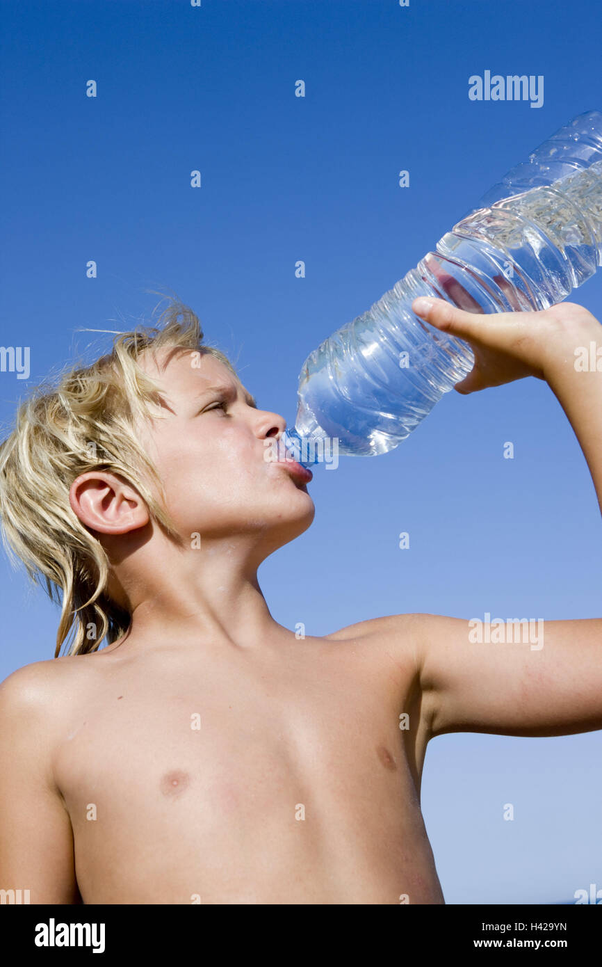 Boy, thirsty, water Bottle, drink, portrait, side view, people, children, blond, summer holidays, holidays, sunny, - Stock Image