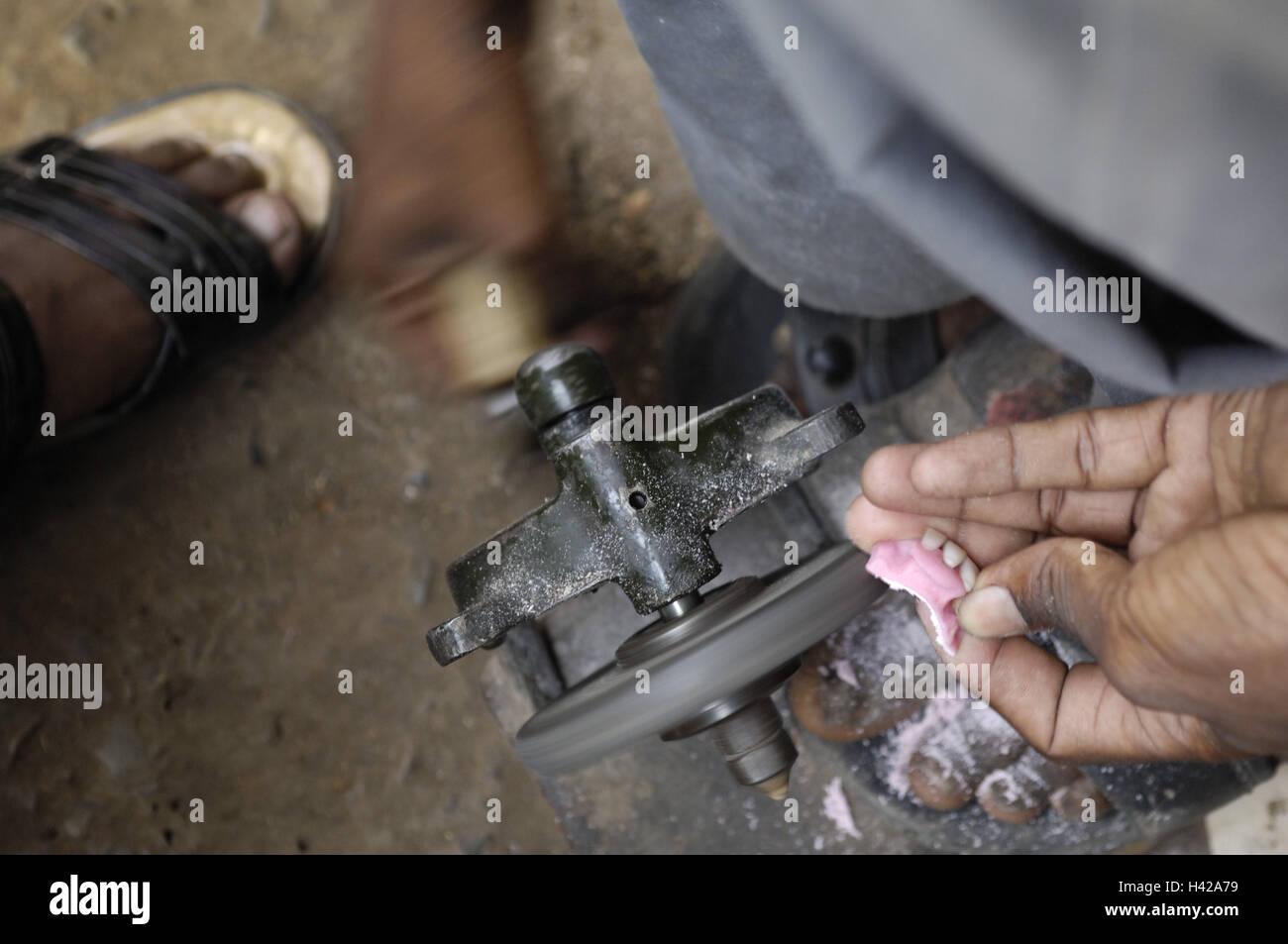 India, Uttar Pradesh, Varanasi, dentist, denture, repair, - Stock Image