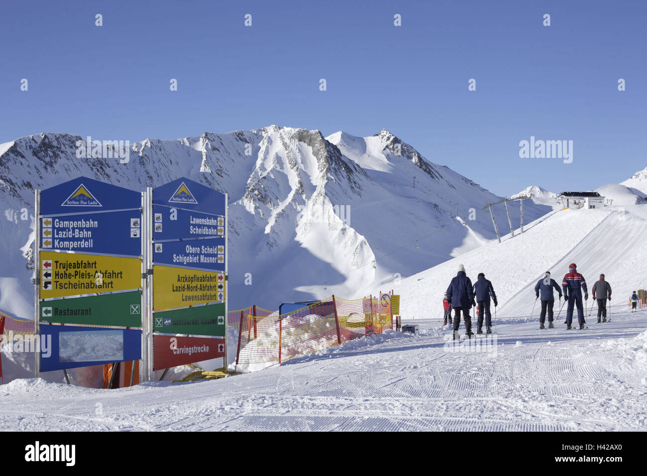 Austria, Tyrol, Serfaus, ski runways, signposts, skiers, no model release, alps, mountains, mountains, season, winter, - Stock Image