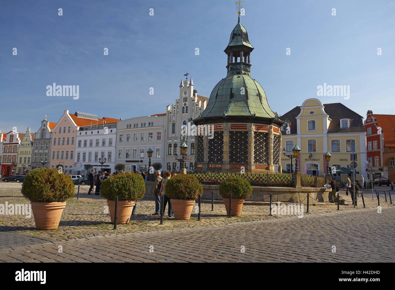 Germany, Mecklenburg-West Pomerania, Wismar, marketplace, water art, - Stock Image