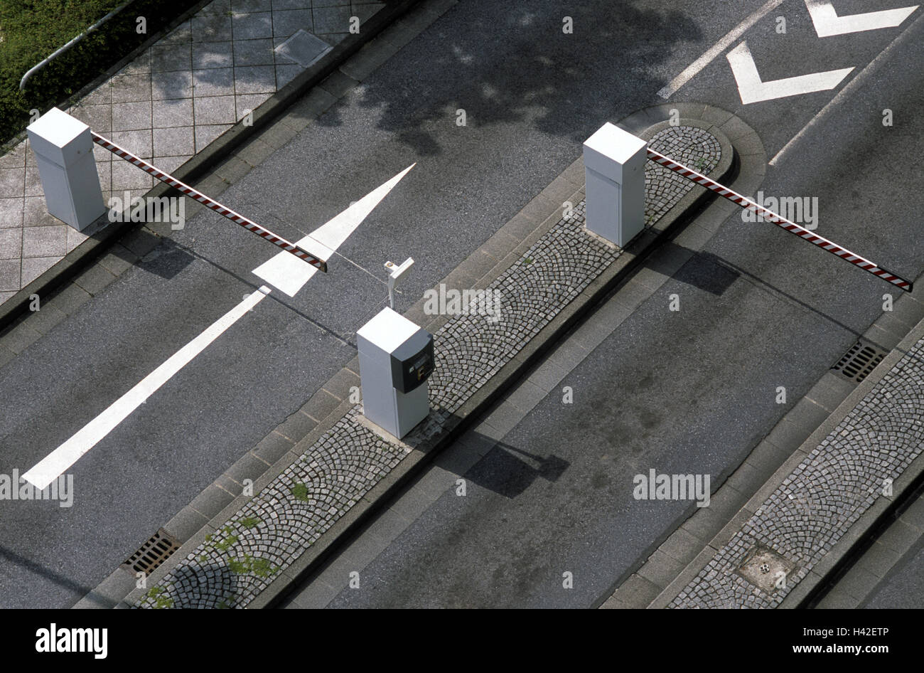 Two Way Switch Stock Photos Images Alamy Car Park Exit Barriers Arrow From Above Street Lanes