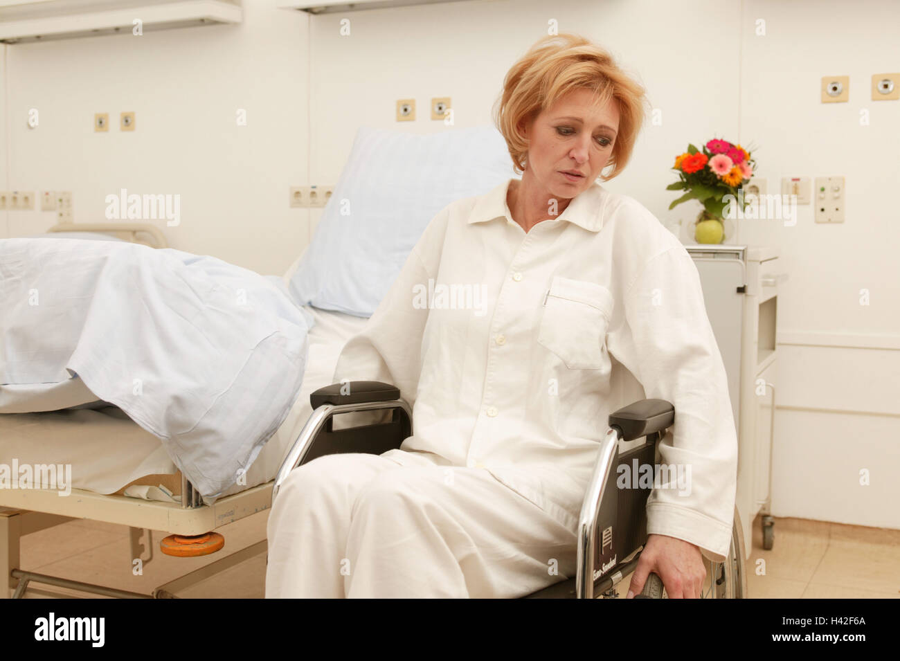 Wards, patient, invalid, wheel chair, sit, suffer sadly, Ti7, medicine, hospital, clinic, hospital, ward, bed, disease, - Stock Image
