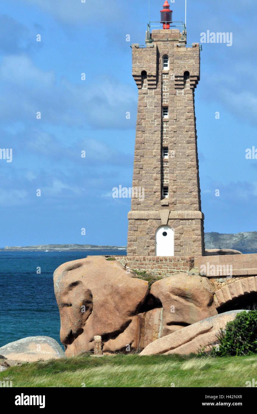 France, Brittany, St. Guirec, bile coast, lighthouse, - Stock Image