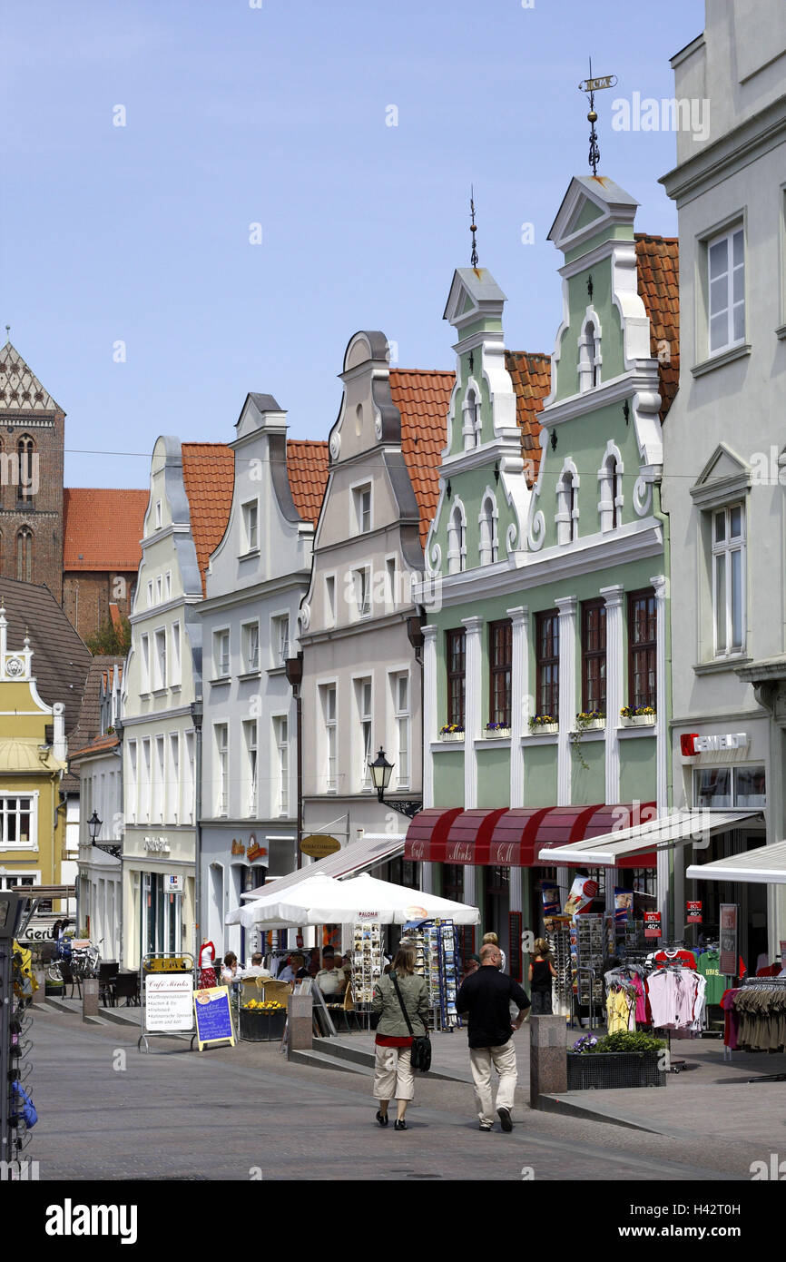 Germany, Mecklenburg-West Pomerania, Wismar, Krämerstrasse, Old Town, tourist, - Stock Image
