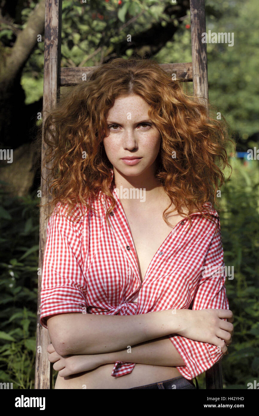 Conductors, woman, seriously, red-haired, curls, lean, half portrait, garden, wooden conductors, lean, redheads, - Stock Image