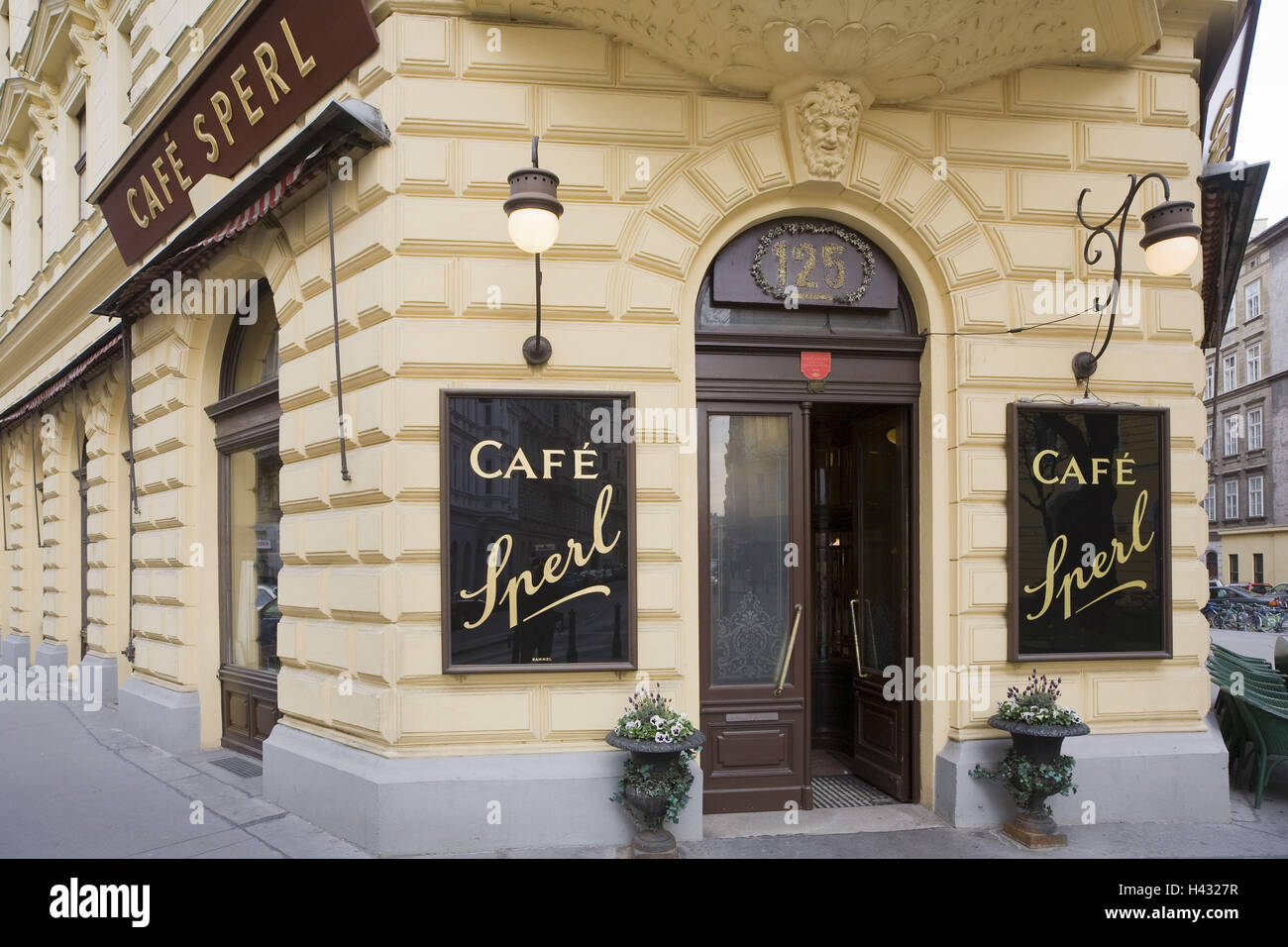 Austria, Vienna, Cafe Sperl, Cafe in retro styled building - Stock Image
