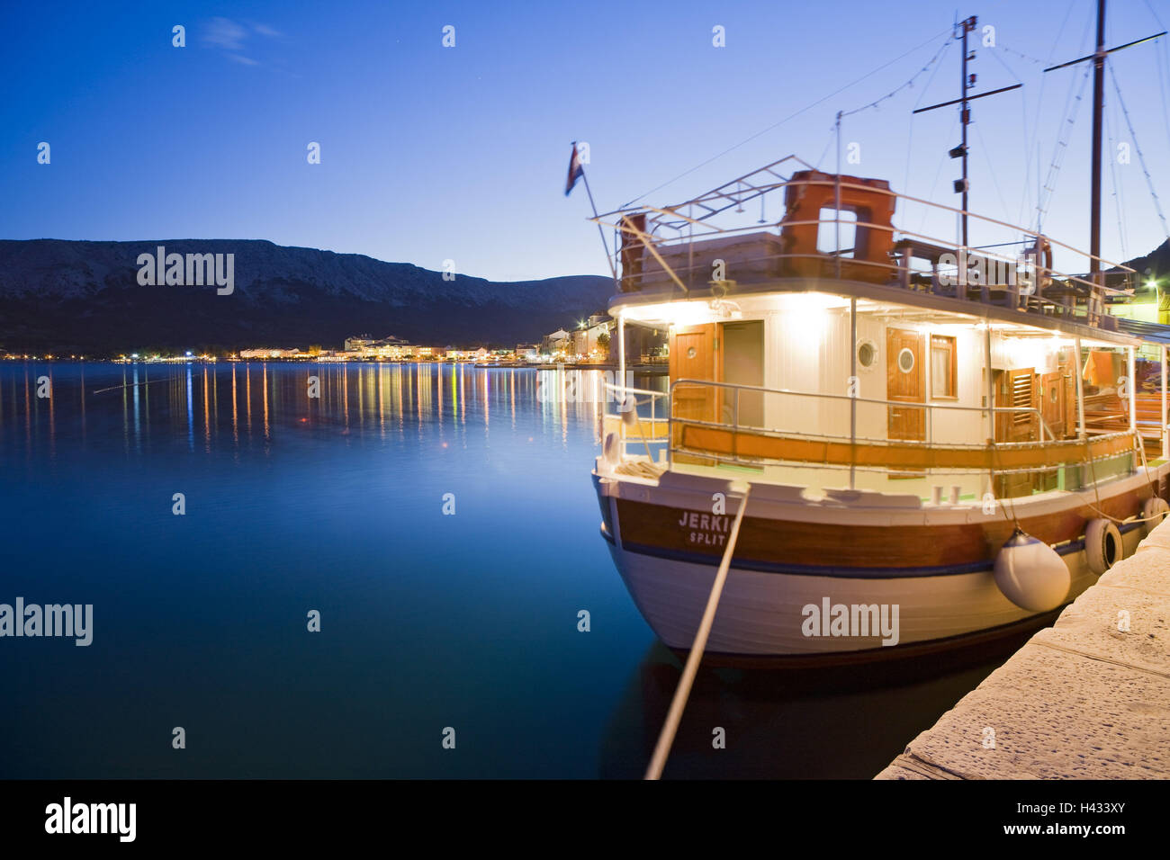 Croatia, Kvarner gulf, Krk (island), city of Baska, evening, harbour, boat, - Stock Image