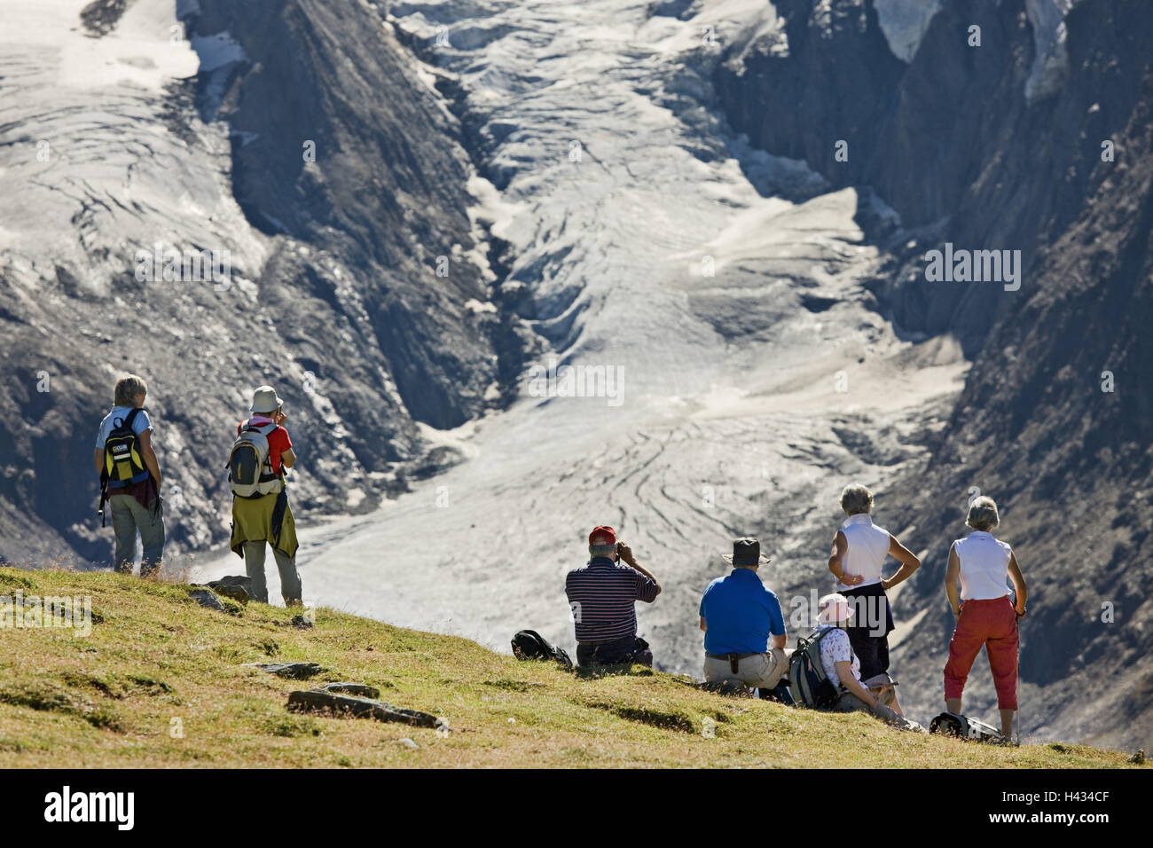 Austria, Tyrol, Ötztaler alps, Obergurgl, wanderers, Stock Photo
