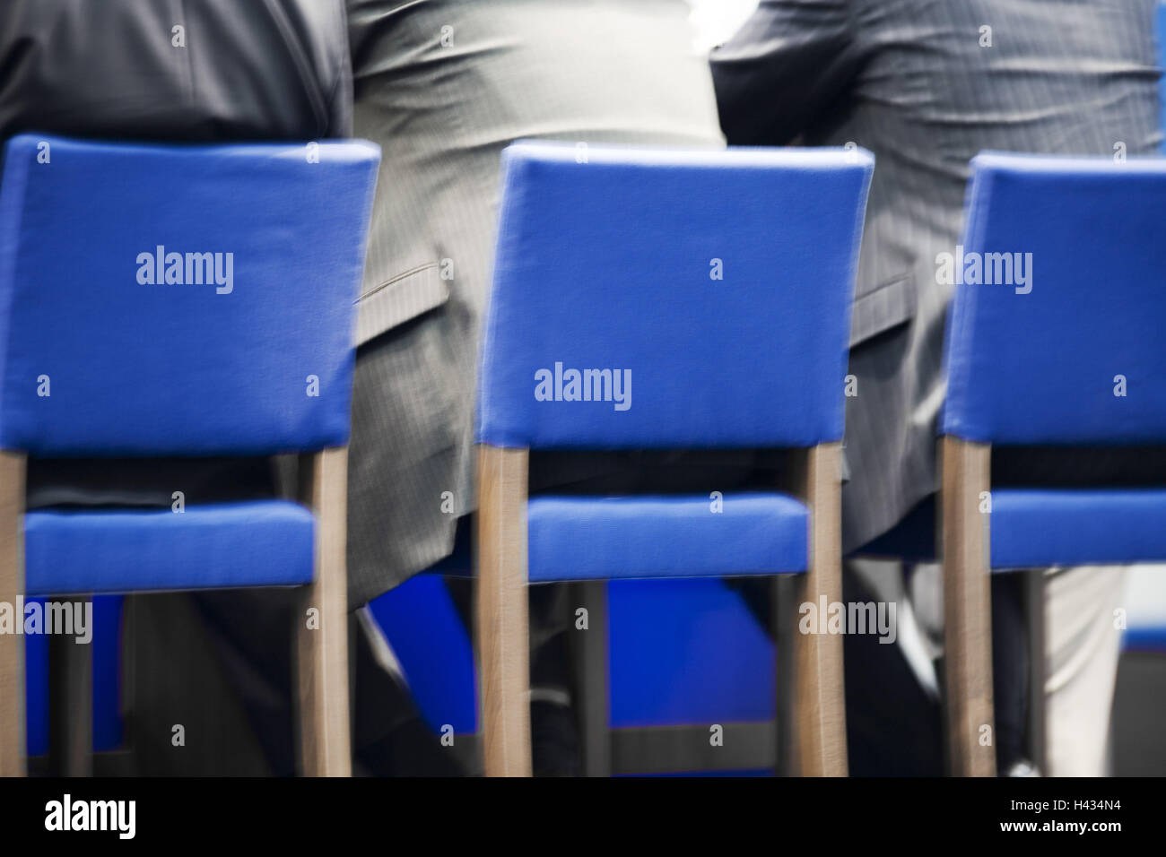 Chairs, blue, managers, sits, back-opinion, detail, people, hall, lecture, Bestuhlung, seat-rows, men, suits, side - Stock Image