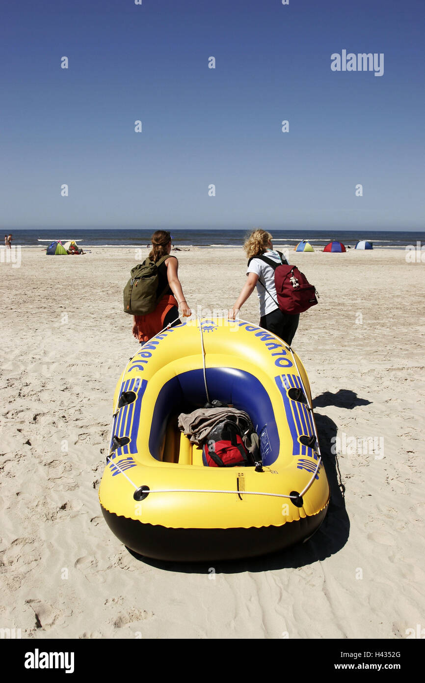 Denmark, Vejers beach, teenagers, girls, rubber dinghy, moves, back-opinion, Scandinavia, people, teenagers, friends, - Stock Image