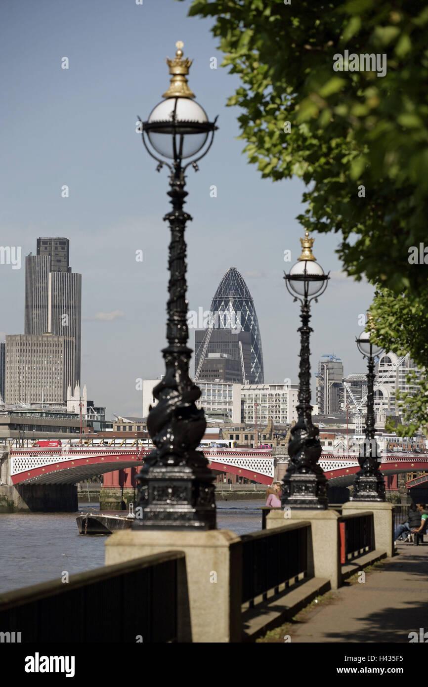 Great Britain, England, London, city-opinion, high-rises, bridge, river Thames, lanterns, - Stock Image