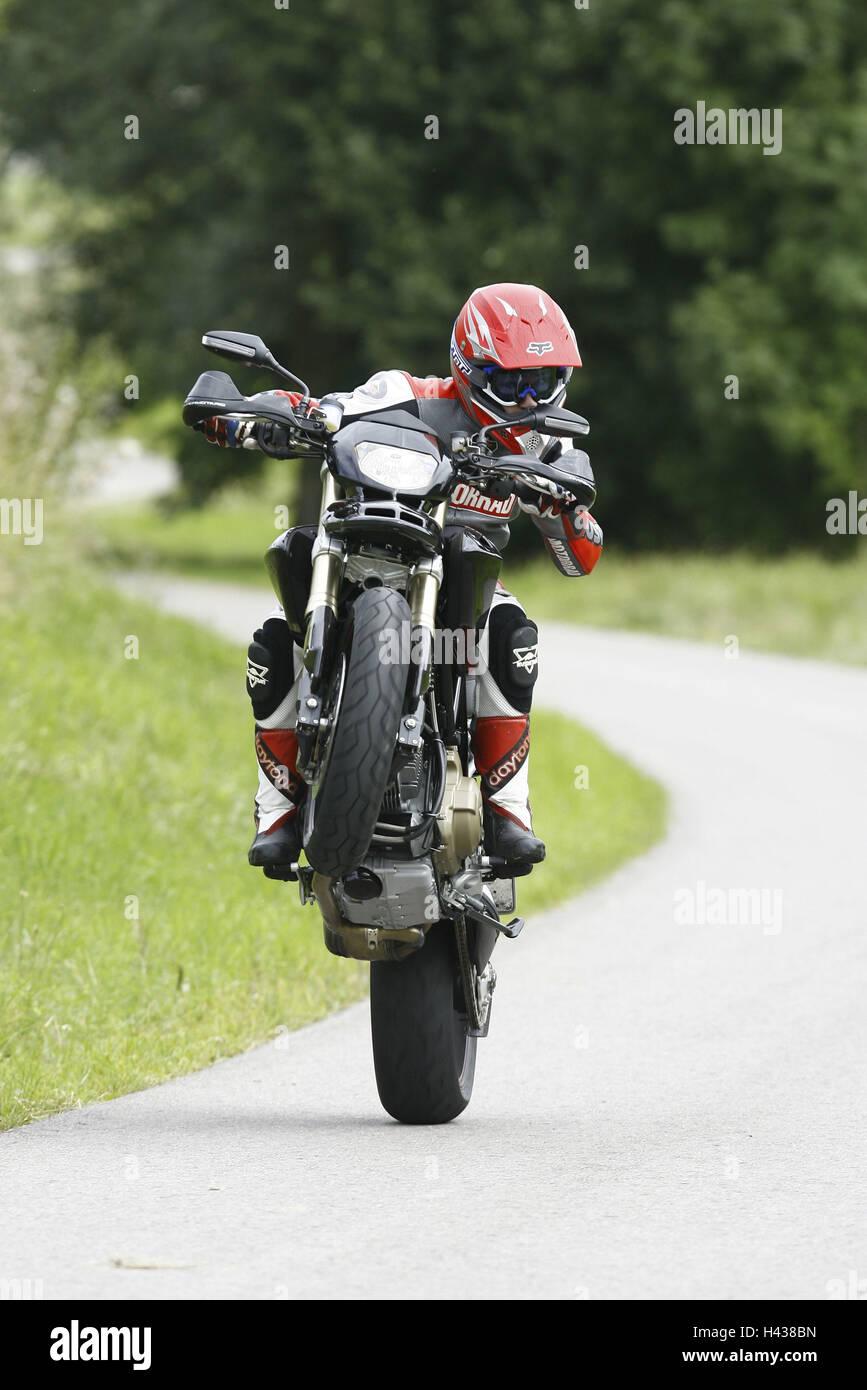 Motorcycle Wheelie Street Stock Photos & Motorcycle Wheelie