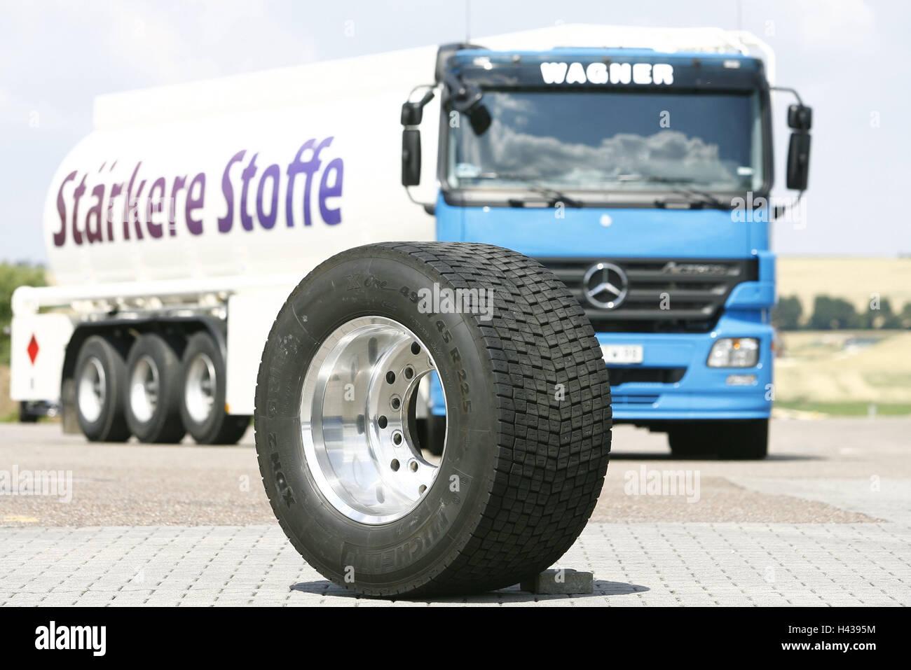 Parking lot, tank truck, truck tyre, tank vice, truck, tanker, truck, tyre, Michelin, radian, wheel rim, - Stock Image