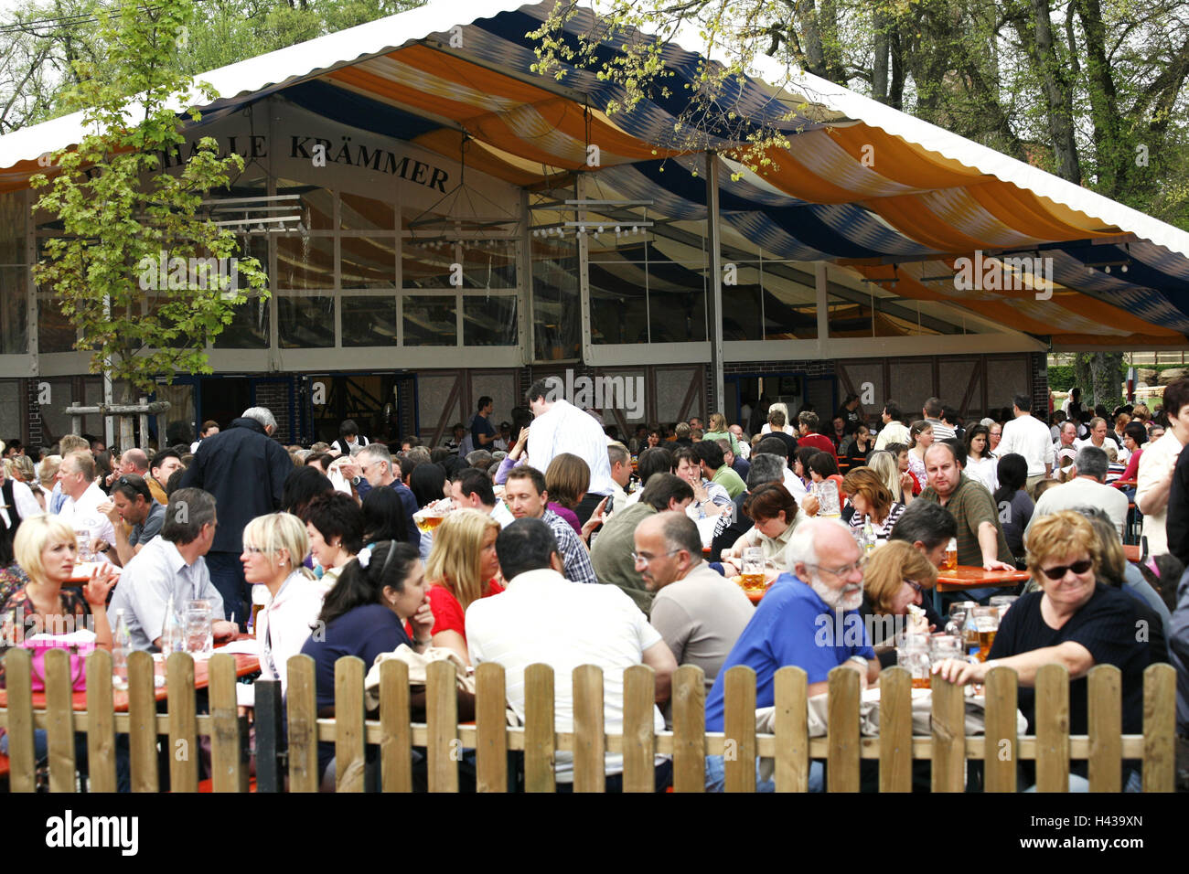 Germany, Lower Bavaria, Landshut, public festival, beer garden, visitor, no model release, Bavarians, fair, Dult, - Stock Image