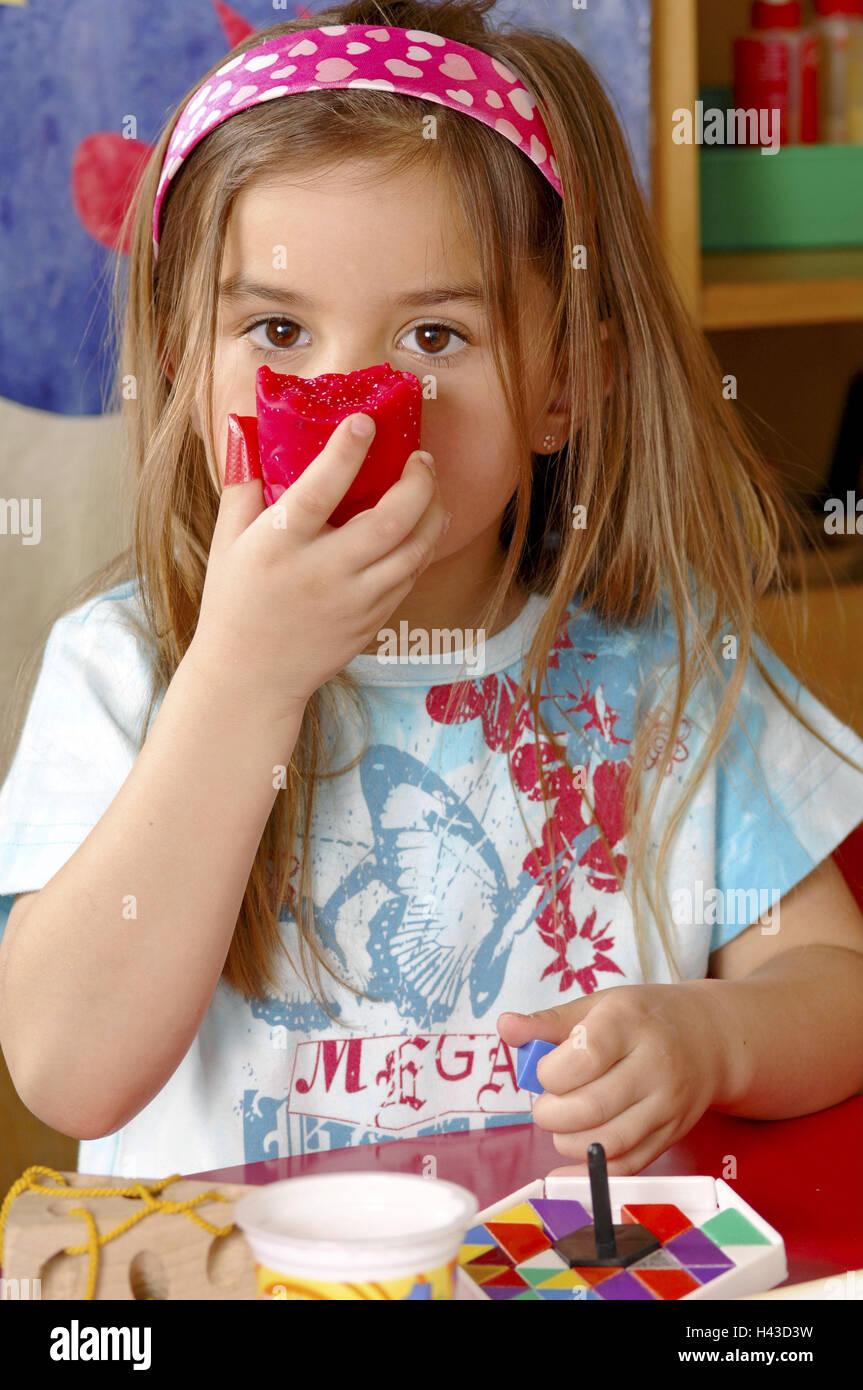 Girls, kindergarten, do handicraft, smell, - Stock Image