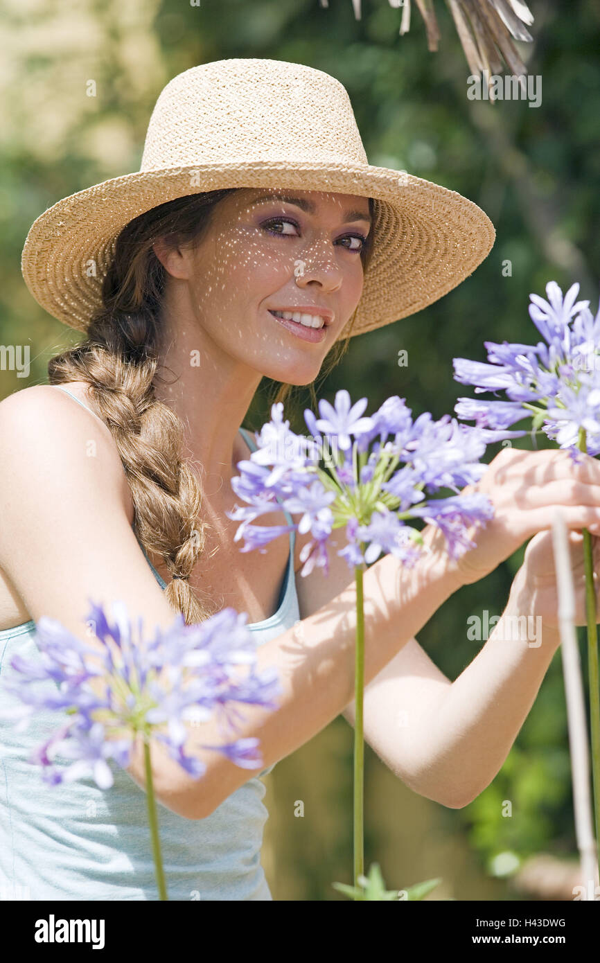 Garden, woman, young, straw hat, pick, flowers, half portrait, - Stock Image