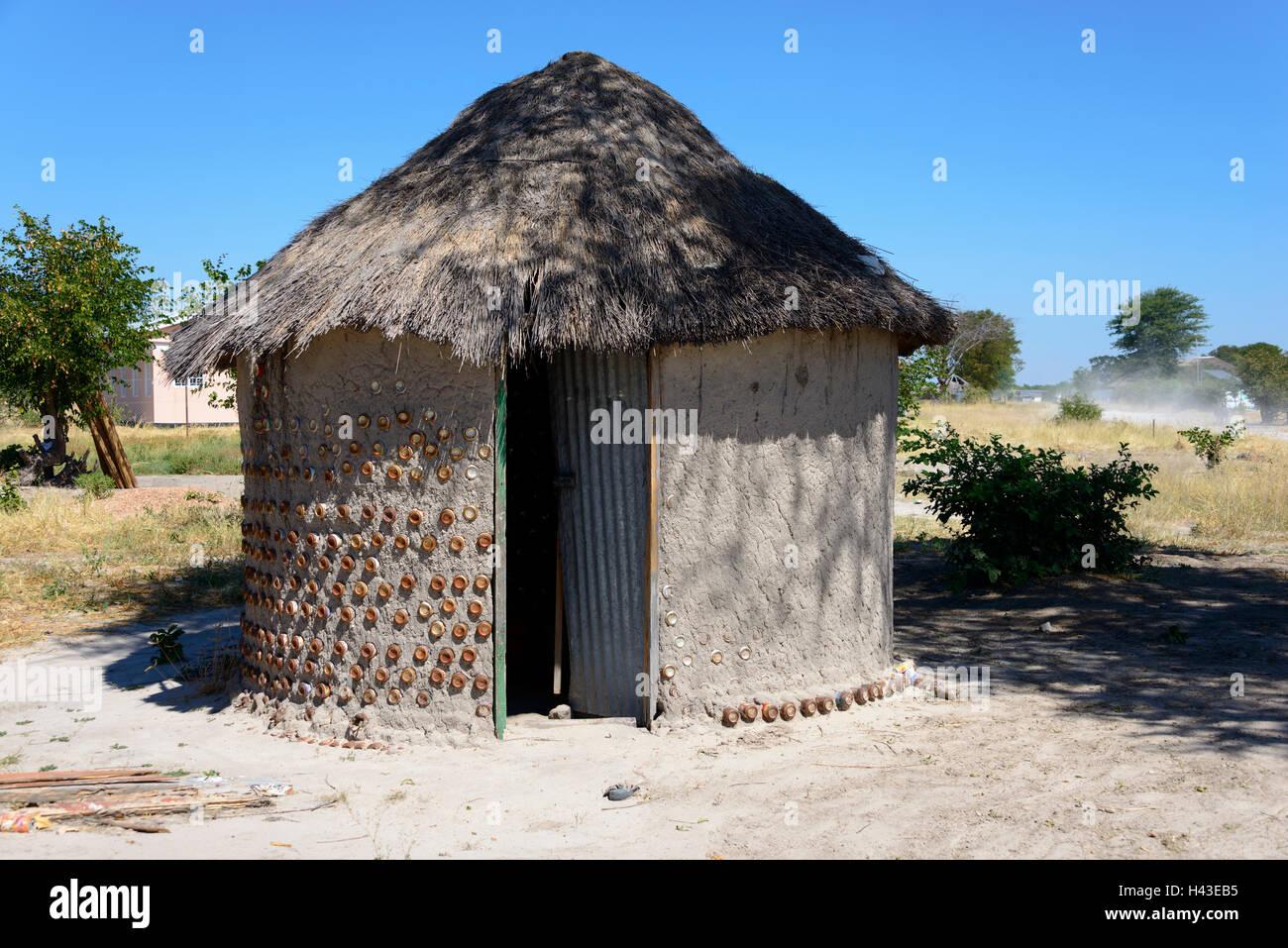 Simple thatched hut, Khwai Village, Botswana - Stock Image