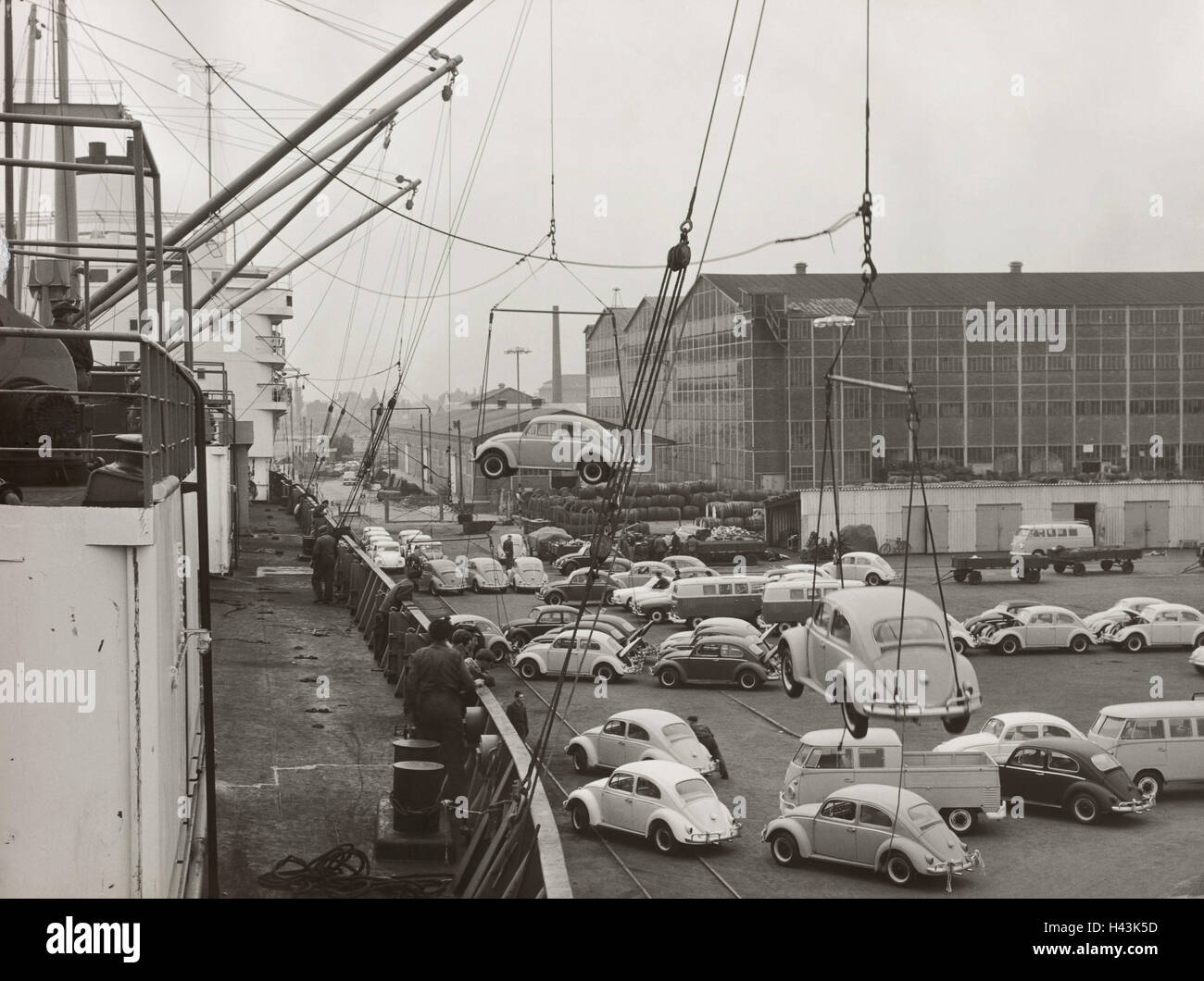 Germany, harbour, freighter, cranes, workers, VW Beetle, load, b/w, economy, car industry, cargo harbour, autotransport, - Stock Image