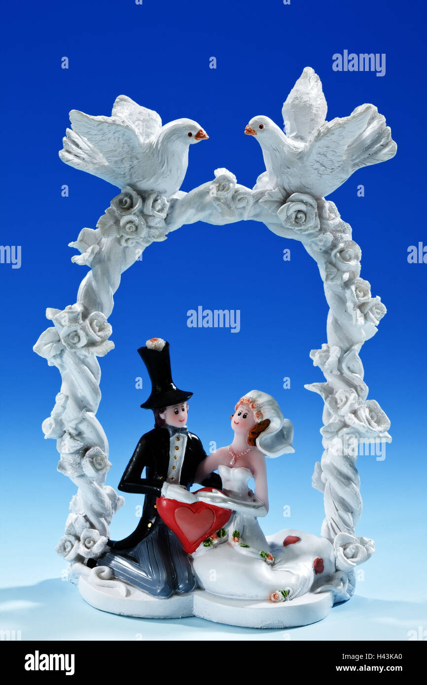 Bride and groom, sit, flower bows, pigeons, figures, decoration, - Stock Image