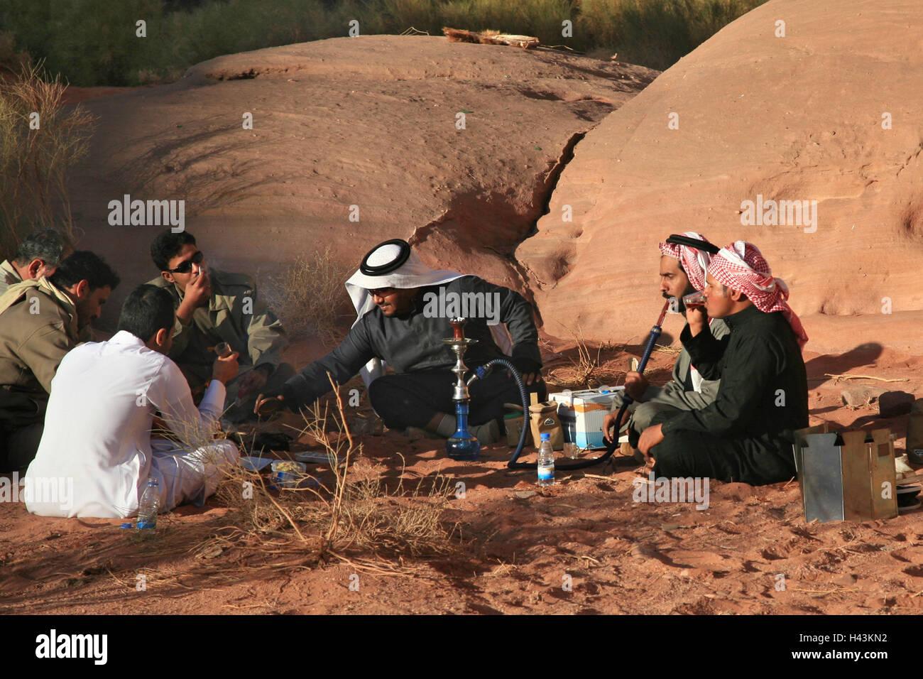 Saudi Arabia, province Asir, Hisma-mountain world, men, rest, water whistles, smoke, - Stock Image
