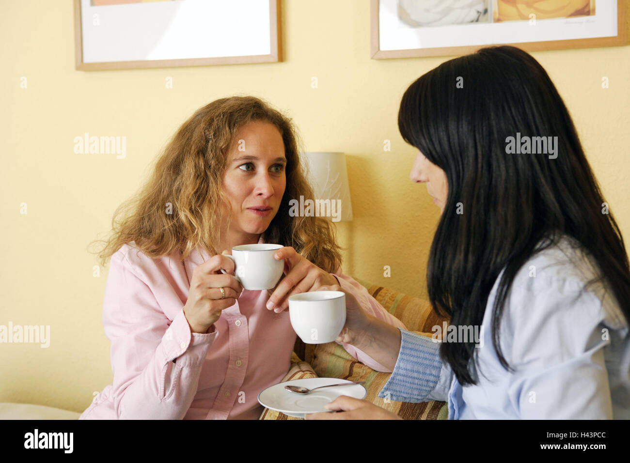 Women, coffee drink, entertainment, eye contact, person, friends, sit, coffee party, conversation, happy, trusts, - Stock Image