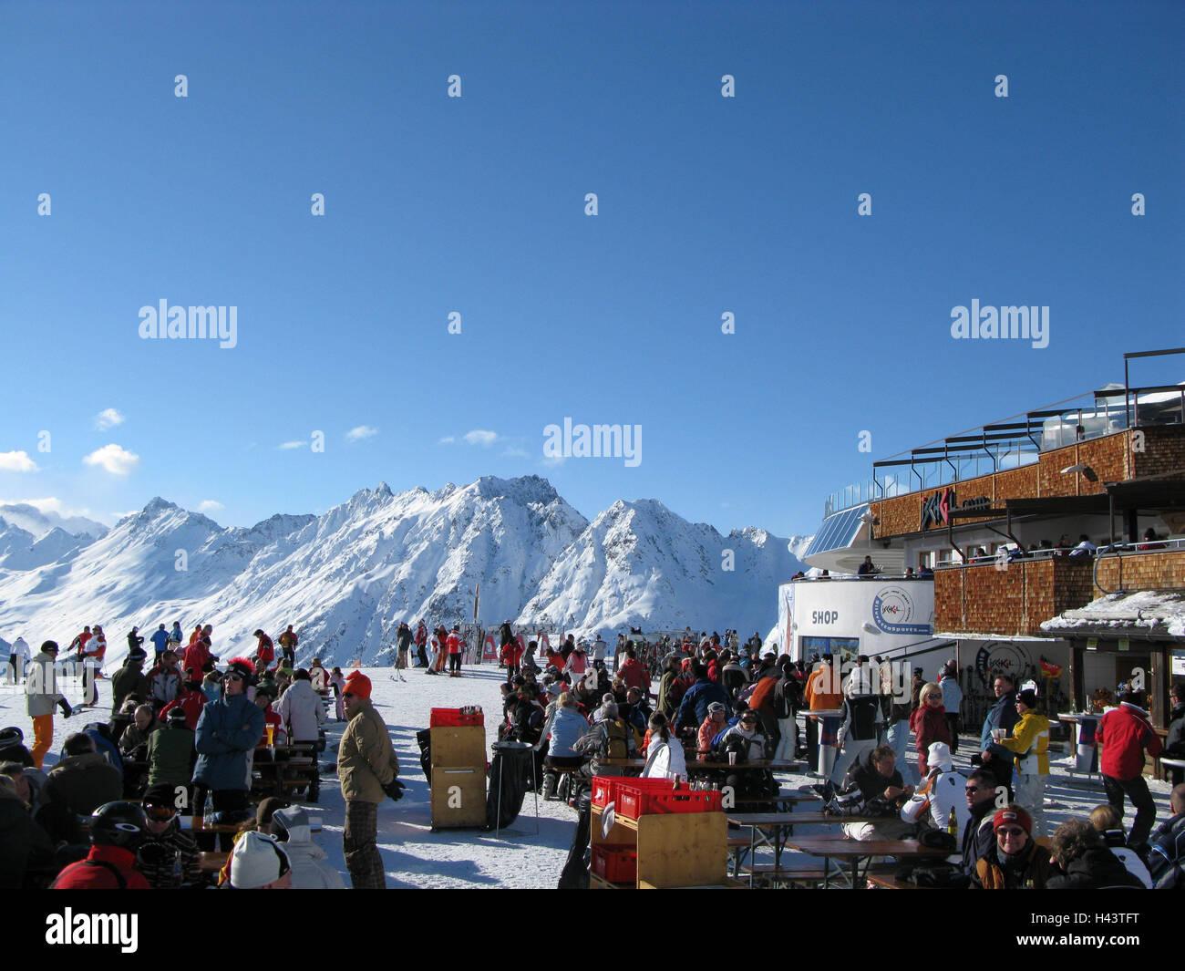 Austria, Tyrol, Silvrettagebiet, Ischgl, Idalpe, snack
