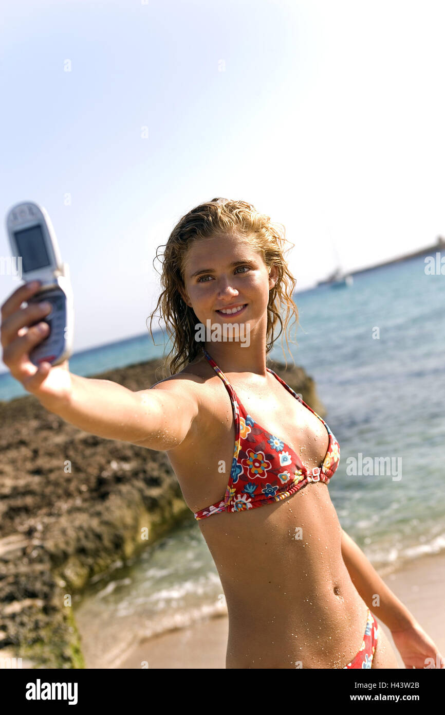 Girls, blond, beach, mobile phone, photo, selfportrait, - Stock Image