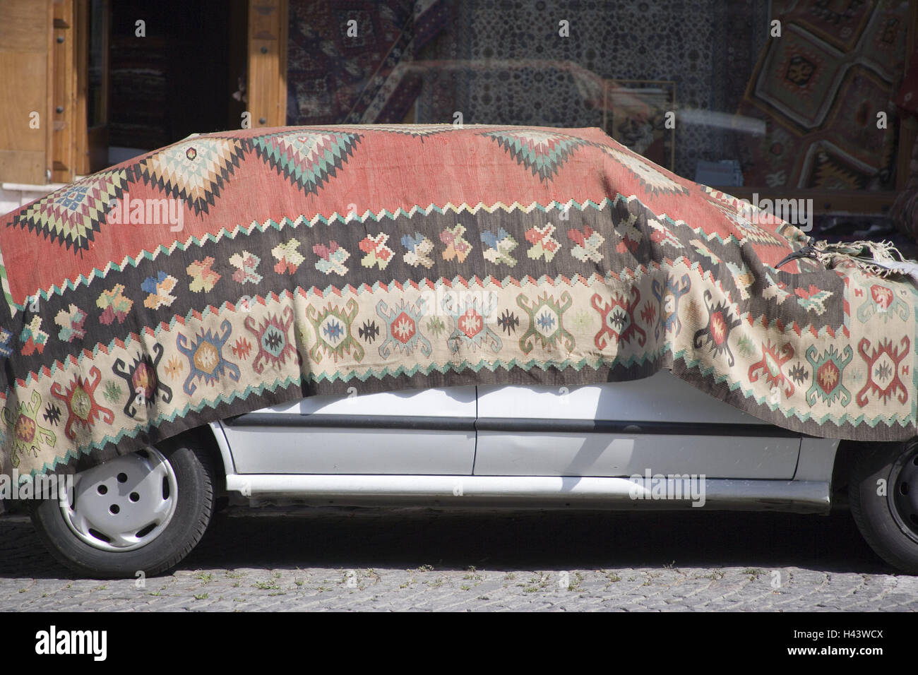Turkey, Istanbul, part town Sultanahmet, car, carpet, town, city, roadside, passenger car, vehicle, park, cover, cover, protection, protective cap, protect, ...
