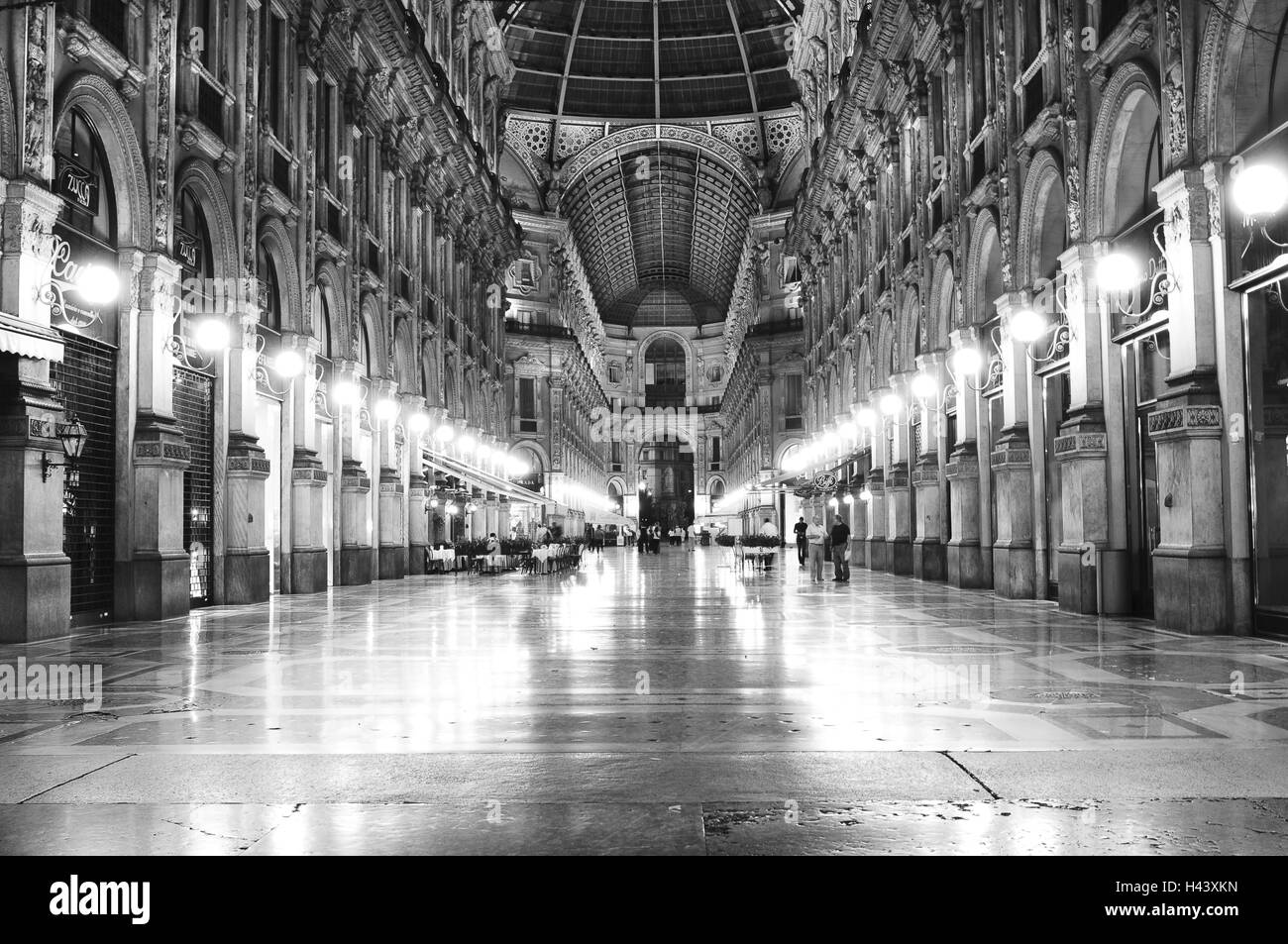 Italy, Milan, shopping arcade, Galleria Vittorio Emanuele 2, passersby, evening, s/w, - Stock Image