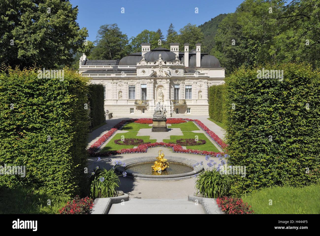 Lock gentle court, facade, window, balconies, grids, roof, chimneys, garden, well, statues, gold, patches, to discounts, - Stock Image