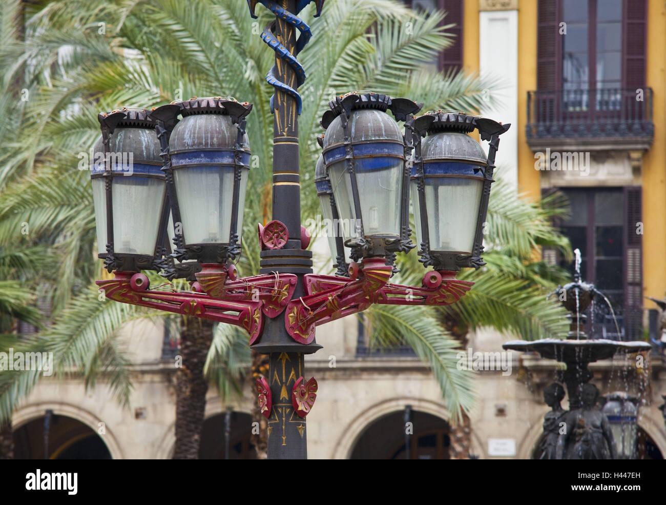 Spain, Catalonia, Barcelona, Placa Reial, palms, lantern, - Stock Image