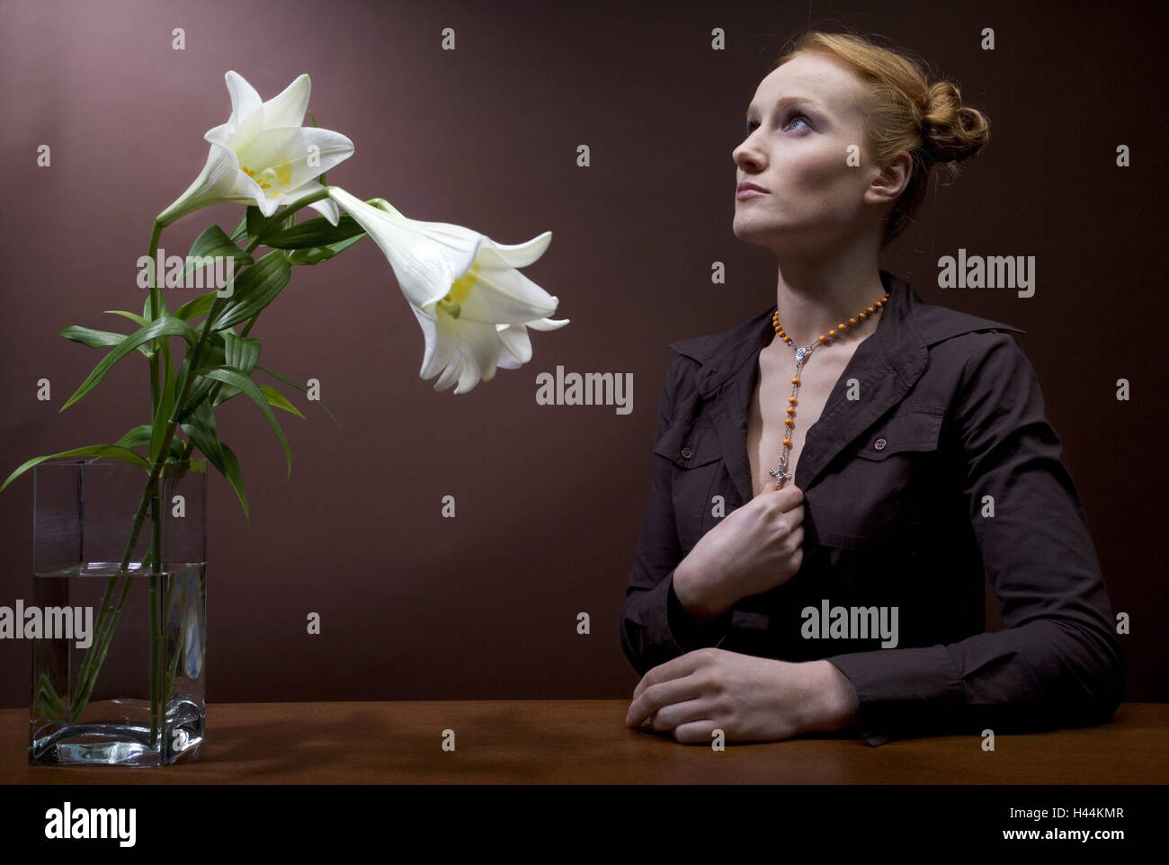 Woman, young, rehaired, necklace,  Wreath of roses, gaze upwards, prayer,  Portrait, vase, lilies,  Series, 20-30 Stock Photo